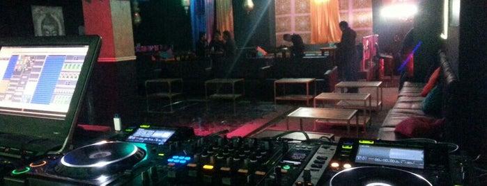 Ohm Night Club is one of Locais curtidos por Eduardo.