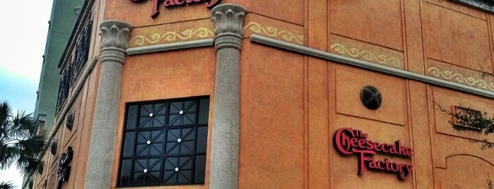 The Cheesecake Factory is one of Tempat yang Disukai LiquidRadar.