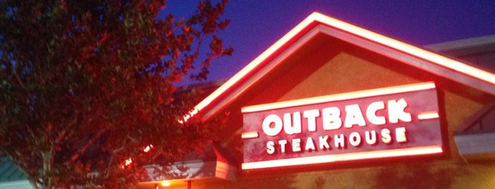 Outback Steakhouse is one of Lugares favoritos de Peggy.
