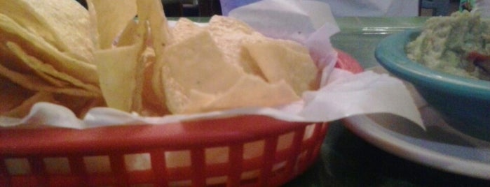 El Tapatio Authentic Mexican Restaurant is one of สถานที่ที่ Earl ถูกใจ.