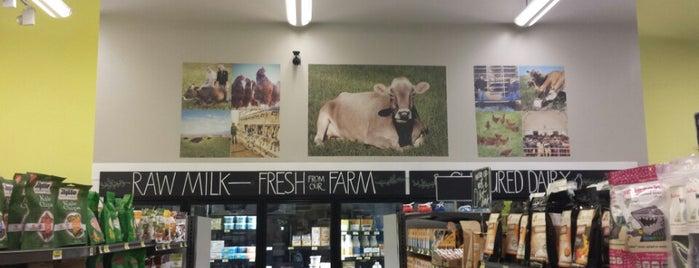 Real Foods Market is one of Rebbi 님이 좋아한 장소.