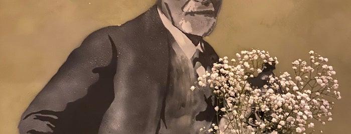 Sigmund Freud is one of Gespeicherte Orte von Michael.
