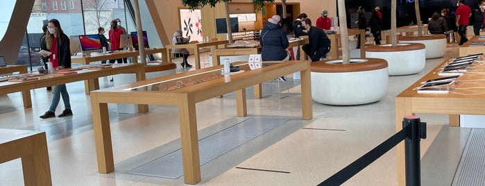 Apple Store is one of Lieux qui ont plu à Kei.