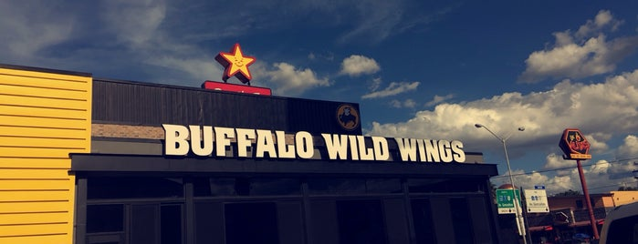 Buffalo Wild Wings is one of Tempat yang Disukai Pankesito.
