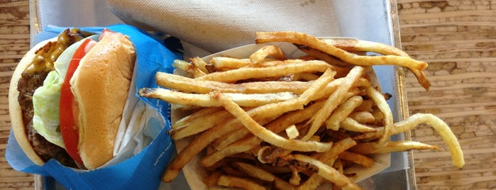Elevation Burger is one of Lugares guardados de Kat.