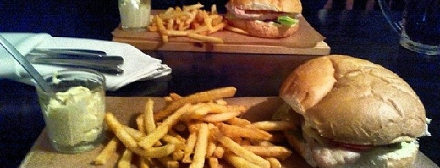 Burger Pub is one of Puerto Rita'nın Kaydettiği Mekanlar.