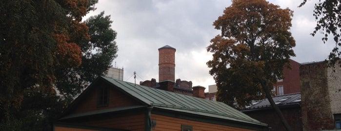 Музей-усадьба Л. Н. Толстого в Хамовниках is one of Msk.