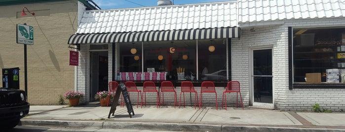 LeoNora Gourmet Bakery is one of สถานที่ที่ John ถูกใจ.