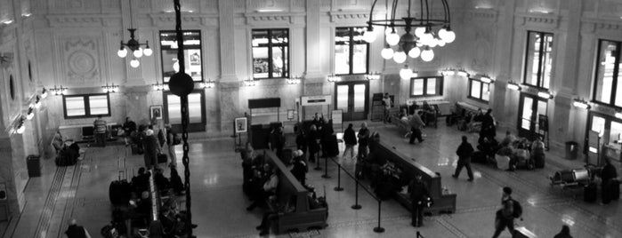 King Street Station (SEA) is one of Lugares favoritos de carrie.