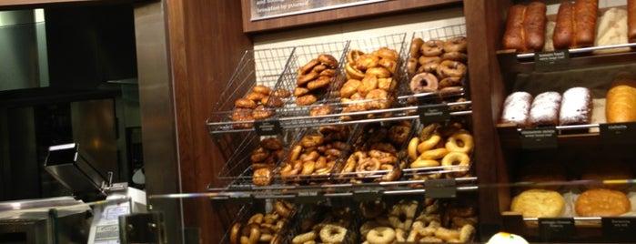 Panera Bread is one of Locais curtidos por Rita.