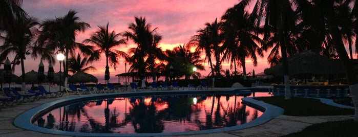 Club De Playa Villa Sol is one of Puerto Escondido.