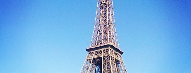 Torre Eiffel is one of Locais curtidos por Matthew.