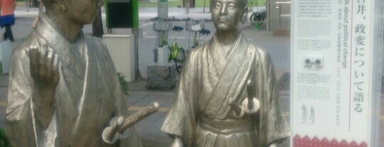 Ijichi and Yoshii talk about political change is one of 鹿児島探検隊.
