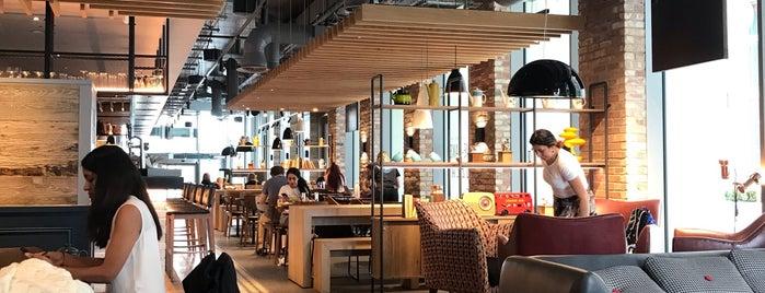 Ibis Hotel is one of Tempat yang Disukai Benedek.