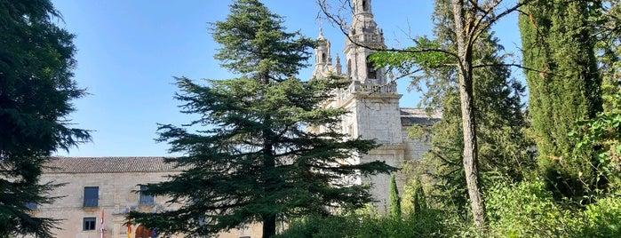 Monasterio La Santa Espina is one of Cerca de Urueña.