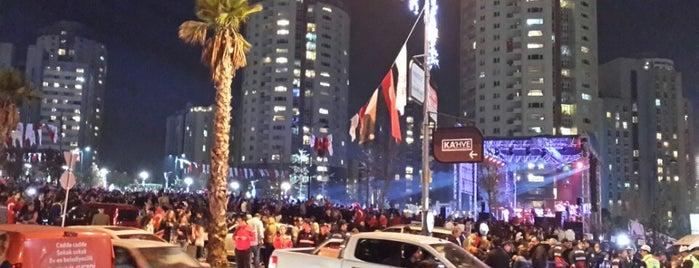 Ataşehir Cumhuriyet Meydanı Konser Etkinliği is one of gamze'nin Beğendiği Mekanlar.