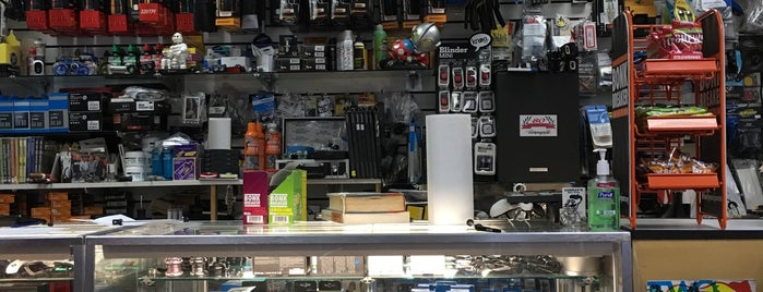 Conrad's Bike Shop is one of Swen'in Beğendiği Mekanlar.
