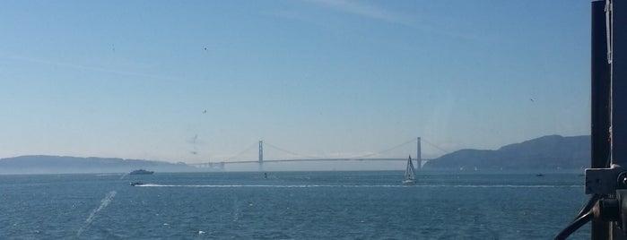 Golden Gate Larkspur Ferry Terminal is one of Lugares favoritos de Jennifer.