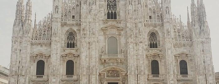 Plaza del Duomo is one of Lugares favoritos de Jennifer.