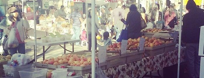 Sunnyvale Farmers' Market is one of Lugares favoritos de Jennifer.