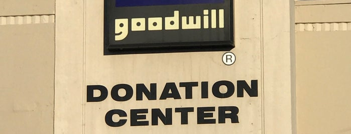 Goodwill Retail Store & Donation Center is one of Fait et approuvé by Irenette.
