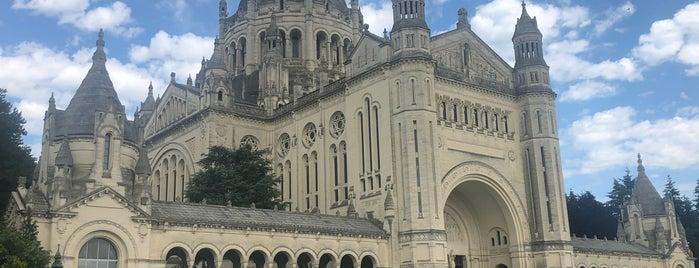 Basilique Saint-Thérèse is one of Normandië.