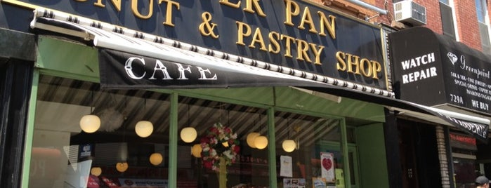 Peter Pan Donut & Pastry Shop is one of Lieux sauvegardés par Marisa.