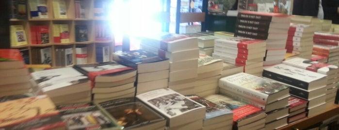 Librería Antonio Machado is one of Lugares favoritos de Juan.