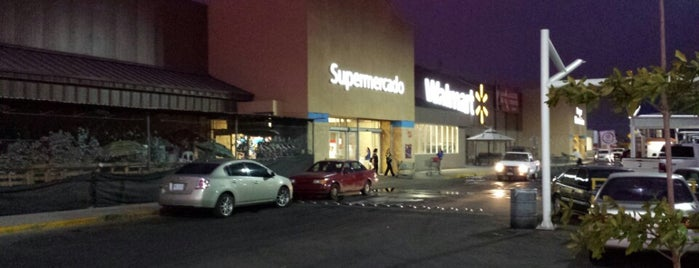 Walmart is one of Arturo'nun Beğendiği Mekanlar.