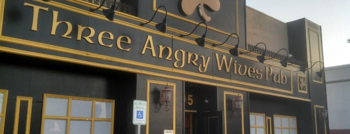 Three Angry Wives Pub is one of Stephanie'nin Beğendiği Mekanlar.