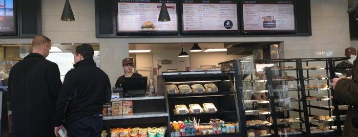 Specialty's Café & Bakery is one of Lugares favoritos de Kirk.