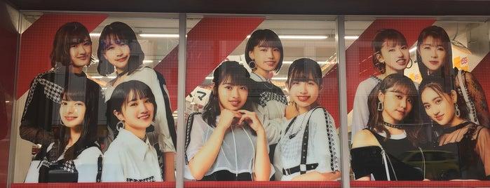 デイリーヤマザキ 梅田堂山店 is one of สถานที่ที่ Hideo ถูกใจ.