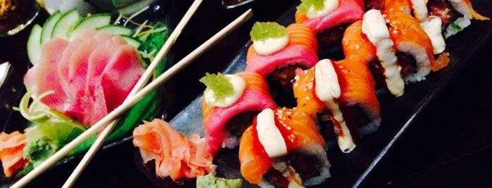 Hyatt Regency Sushi Bar is one of Locais curtidos por andrea.