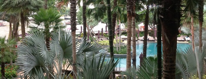 Shangri-La Hotel, Bangkok is one of Condé Nast Traveler Platinum Circle 2013.