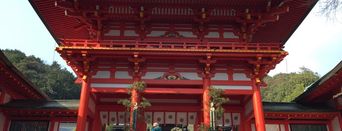 Ōmi-Jingū shrine is one of 近江 琵琶湖 若狭.
