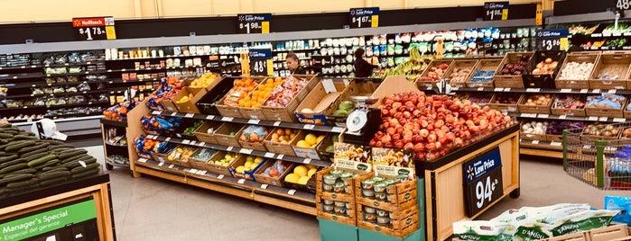 Walmart Neighborhood Market is one of Posti che sono piaciuti a Stephen G..