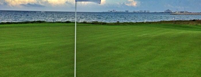 Puerto Cancún Golf Club is one of Adriana'nın Kaydettiği Mekanlar.