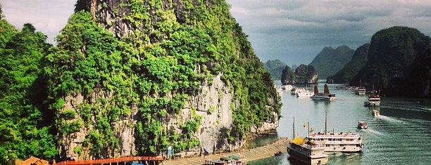 Vịnh Hạ Long (Ha Long Bay) is one of Far Far Away.