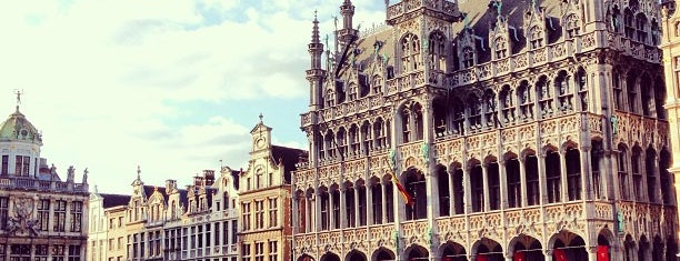 Grand Place / Grote Markt is one of Tempat yang Disukai Anna.