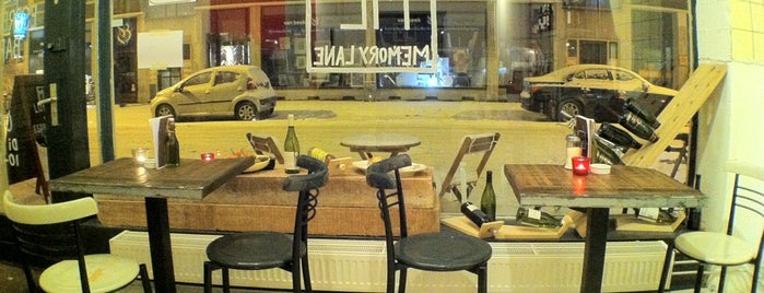 Memory Lane & Highstreet Hotdogs is one of Rotterdam.