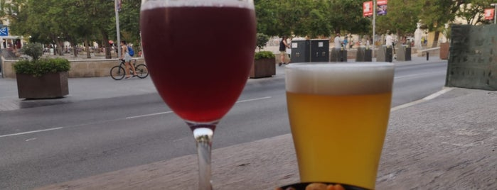 Cervecería Arte&Sana Craft Beer Café is one of Málaga.