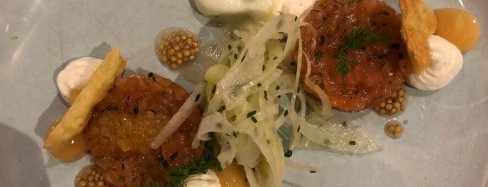 SCHWARZREITER Restaurant & Tagesbar Kempinski Vierjahreszeiten is one of Orte, die Triinu gefallen.