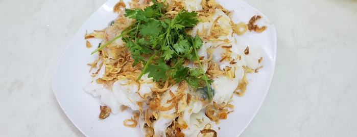Bánh cuốn gia truyền is one of Vietnam.