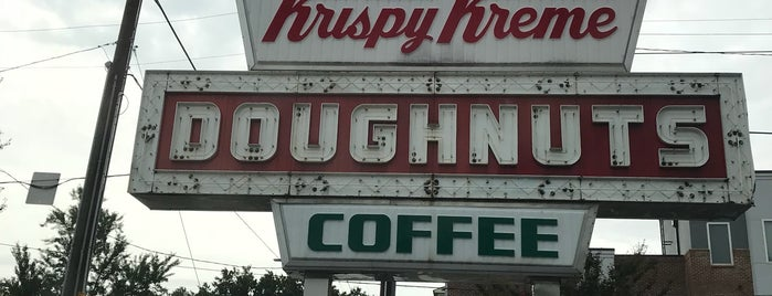 Krispy Kreme is one of สถานที่ที่ Ethan ถูกใจ.