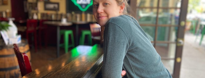The Green Lady is one of Solid Chicago craftbeer venues.