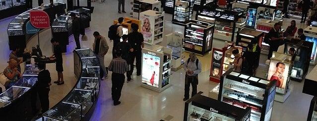 Doha International Airport (DOH) مطار الدوحة الدولي is one of สนามบินนานาชาติ (1).