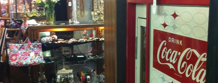 Then and Again Antiques Mall is one of Tempat yang Disukai Rachel.