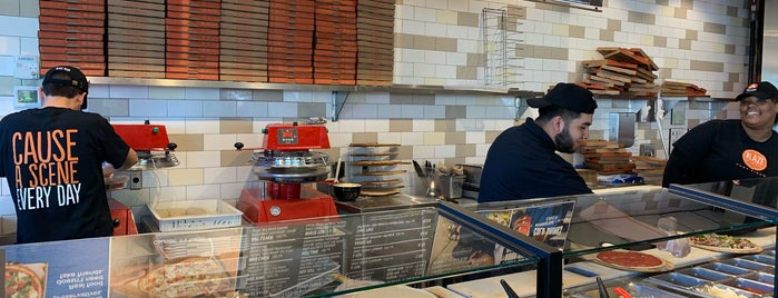 Blaze Pizza is one of Tempat yang Disimpan Atlanta.