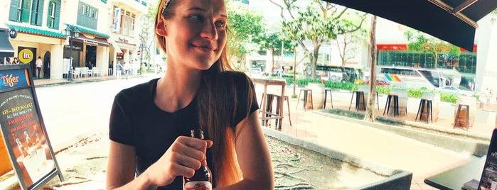 Molly Malone's Irish Pub is one of Tempat yang Disukai Hanna.