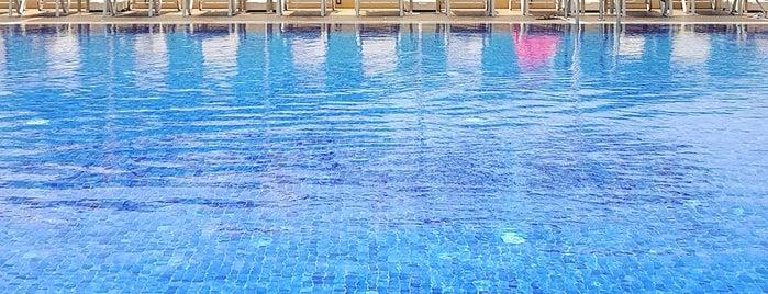 Lord's palace 10th floor pool is one of Tempat yang Disukai Hanna.